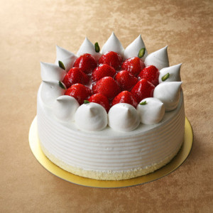 これは15cmで3400円のストロベリーショートケーキ