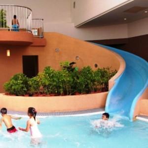 ラグナガーデンホテルの屋内プール