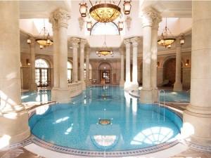 ホテルミラコスタの屋内プール
