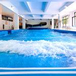ルスツリゾートの屋内プール