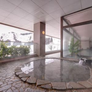 目の前の雪山を眺めながらの露天風呂、いいですね~(#^^#)