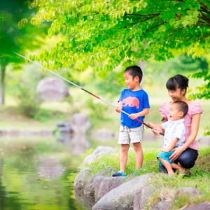 青森屋の敷地内で釣り
