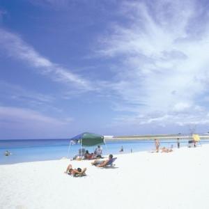 ラグナガーデンホテル近くのトロピカルビーチ