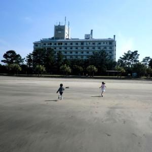 ホテルのすぐ裏が砂浜です!便利ですね~☆