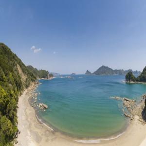 目の前のビーチ。 もちろん泳げるし、アクティビティも出来ます。