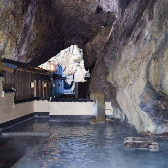 ホテル浦島の玄武洞