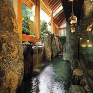 これ岩の湯の露天風呂。これまた雰囲気があって素敵(#^^#)
