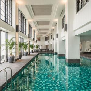 ホテルモントレ沖縄の屋内プール
