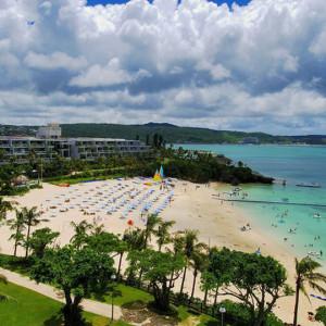 ホテルの目の前には天然のビーチが!