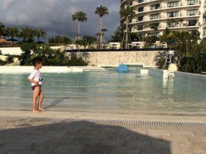ホテルモントレのプール